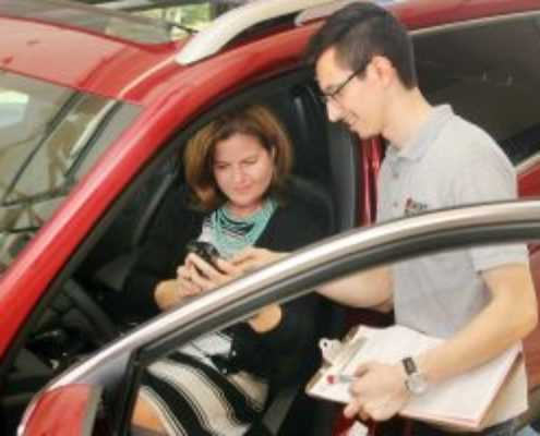 customer with Smart Start Ignition Interlock technician during installation appointment