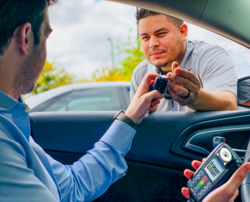 Smart Start Ignition Interlock Client Gets Keys from Technician in Tarrant County